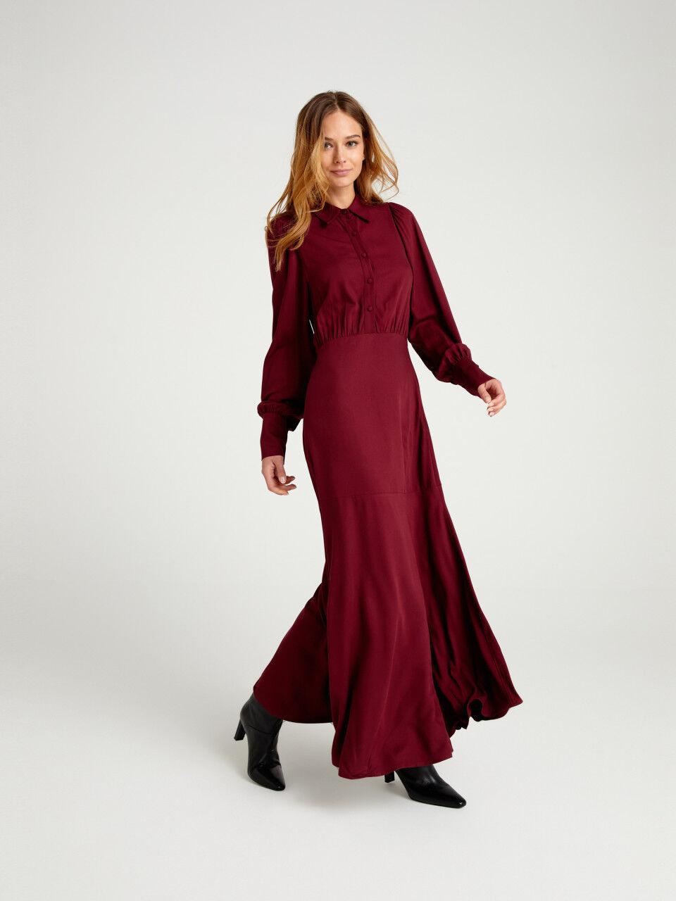 Langes schlitz rotes kleid mit Rotes langes