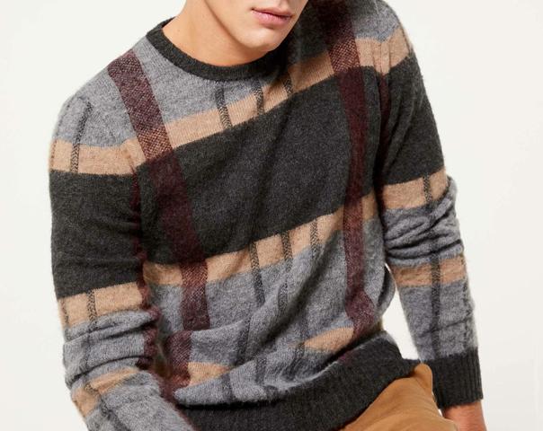 Pullover im Karomuster